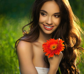 Beautyful Girl With Flower That Likes Me