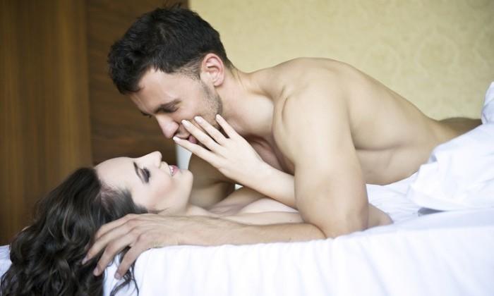 pasangan berhubungan seks