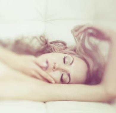 sensual-woman-on-bed-in-pleasure mobile