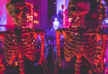skeletons talking 2000_1000